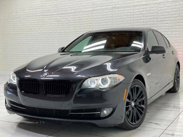 2011 BMW 5-Series (Gray/Black)