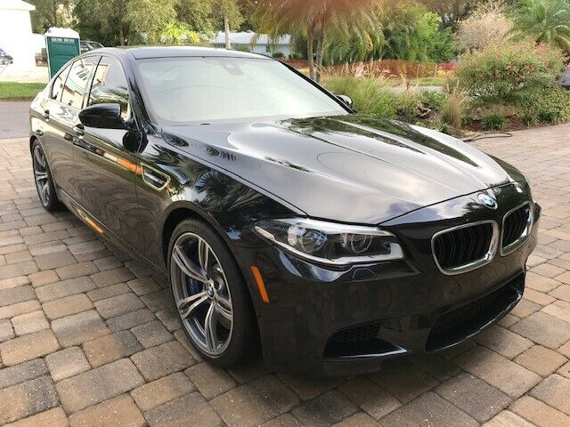 2014 BMW M5 (Black Sapphire Metallic/Sakhir Orange (closer to Red))