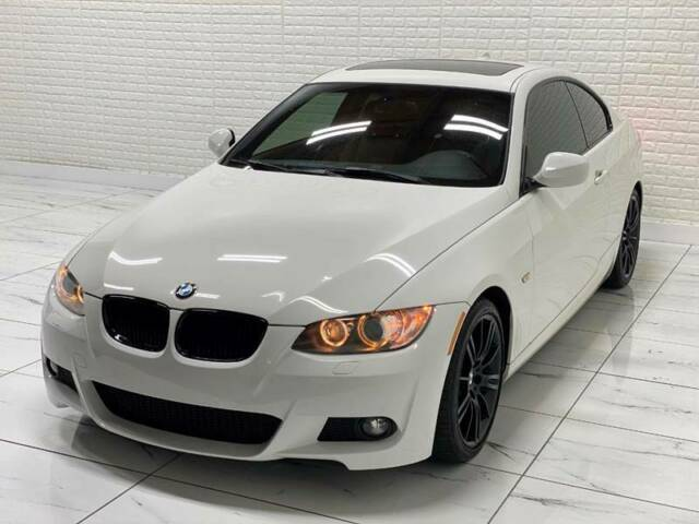 2010 BMW 3-Series (White/Black)