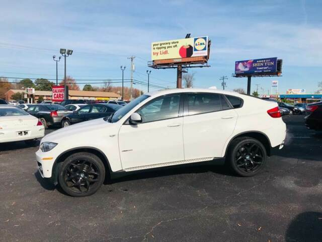 2012 BMW X6 (White/Black)