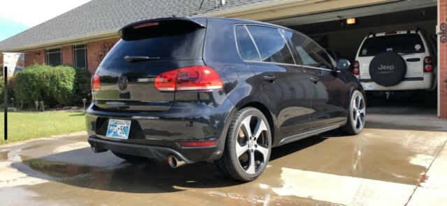 2011 Volkswagen Golf (Black/Black)