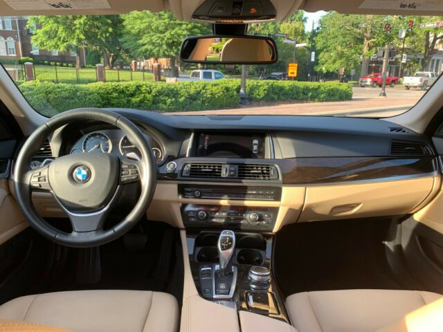 2016 BMW 5-Series (Black/Tan)