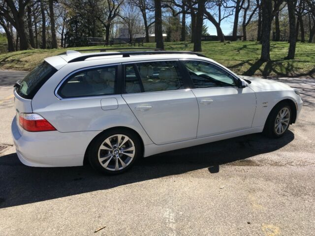 2010 BMW 5-Series (White/Tan)