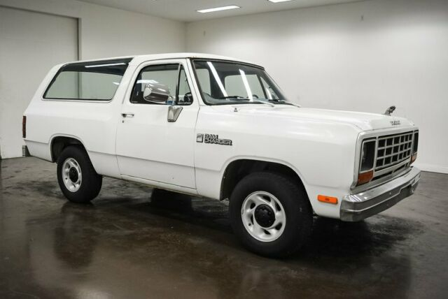1985 Dodge Ramcharger (White/Blue)
