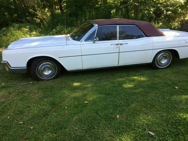 1967 Lincoln Continental (White/Red)