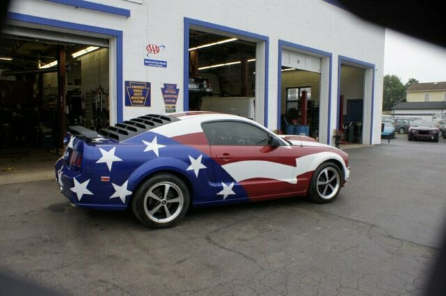 2005 Ford Mustang (Blue/Red)