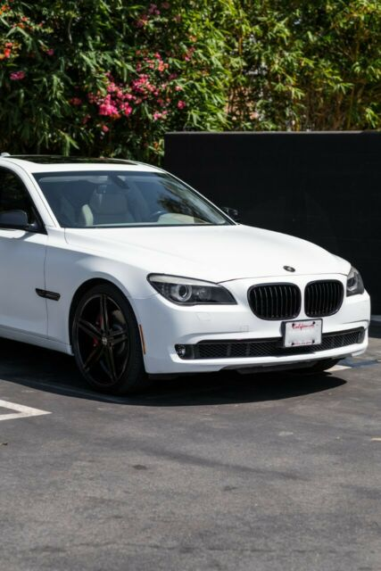 2009 BMW 7-Series (White/Tan)