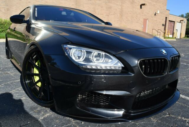 2014 BMW M6 (BLACK METALLIC/TWO TONE RED  & BLACK)