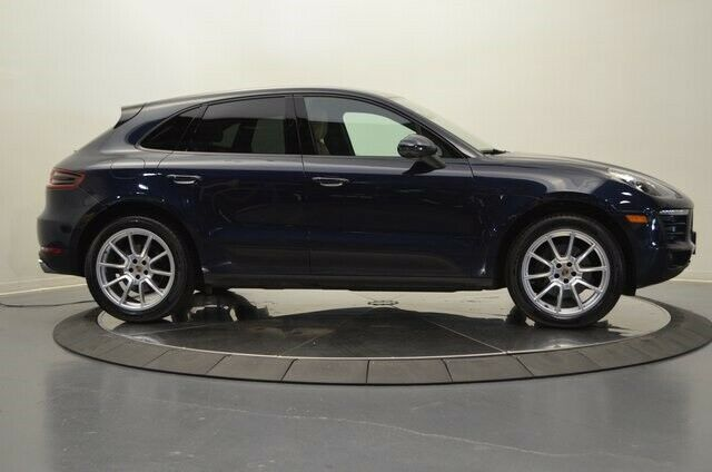 2018 Porsche Macan (Blue/Black)