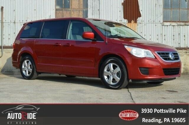 2009 Volkswagen Routan (Red/Gray)