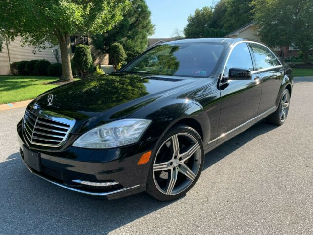 2013 Mercedes-Benz 500-Series (Black/Black)