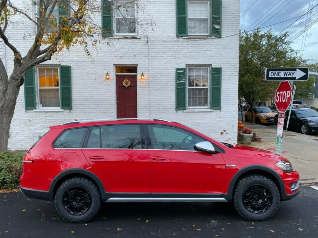 2019 Volkswagen Golf Alltrack (Red/Black)