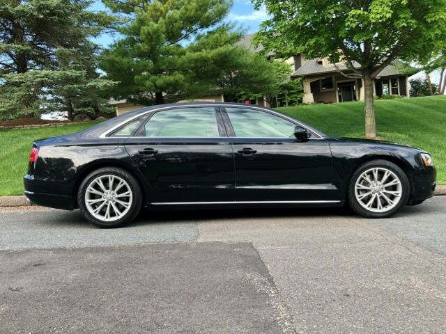 2011 Audi A8 (Phantom Black Pearl Effect/Satin Beige)