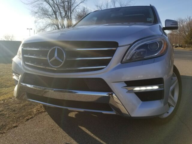 2012 Mercedes-Benz M-Class (Iridium Silver Metallic/Black)