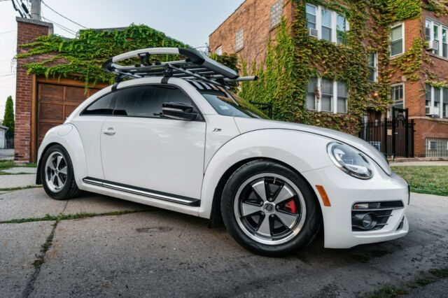 2013 Volkswagen Beetle-New (White/Black)