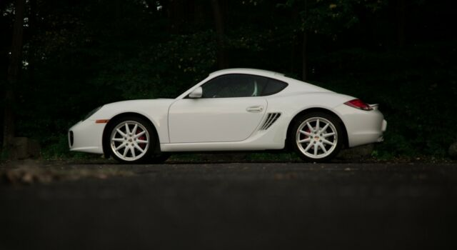 2010 Porsche Cayman (White/Black)