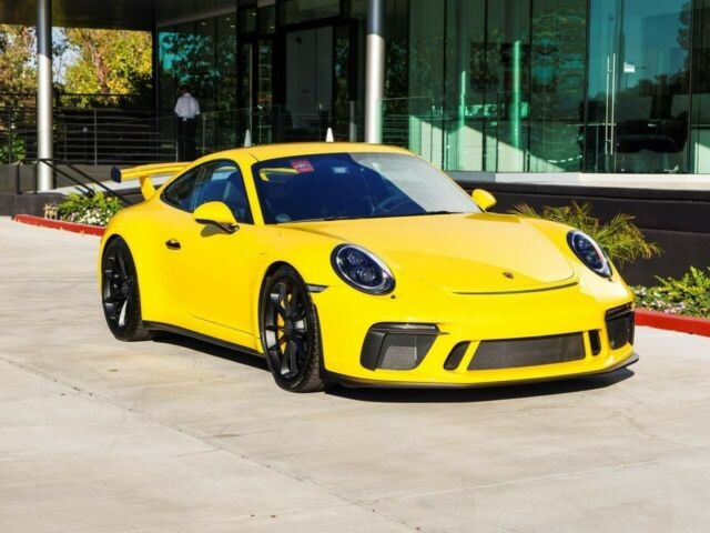 2018 Porsche 911 (Yellow/Black)